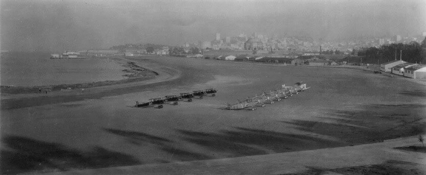 Planes lined up at Crissy Field in the 1920s / Wikipedia