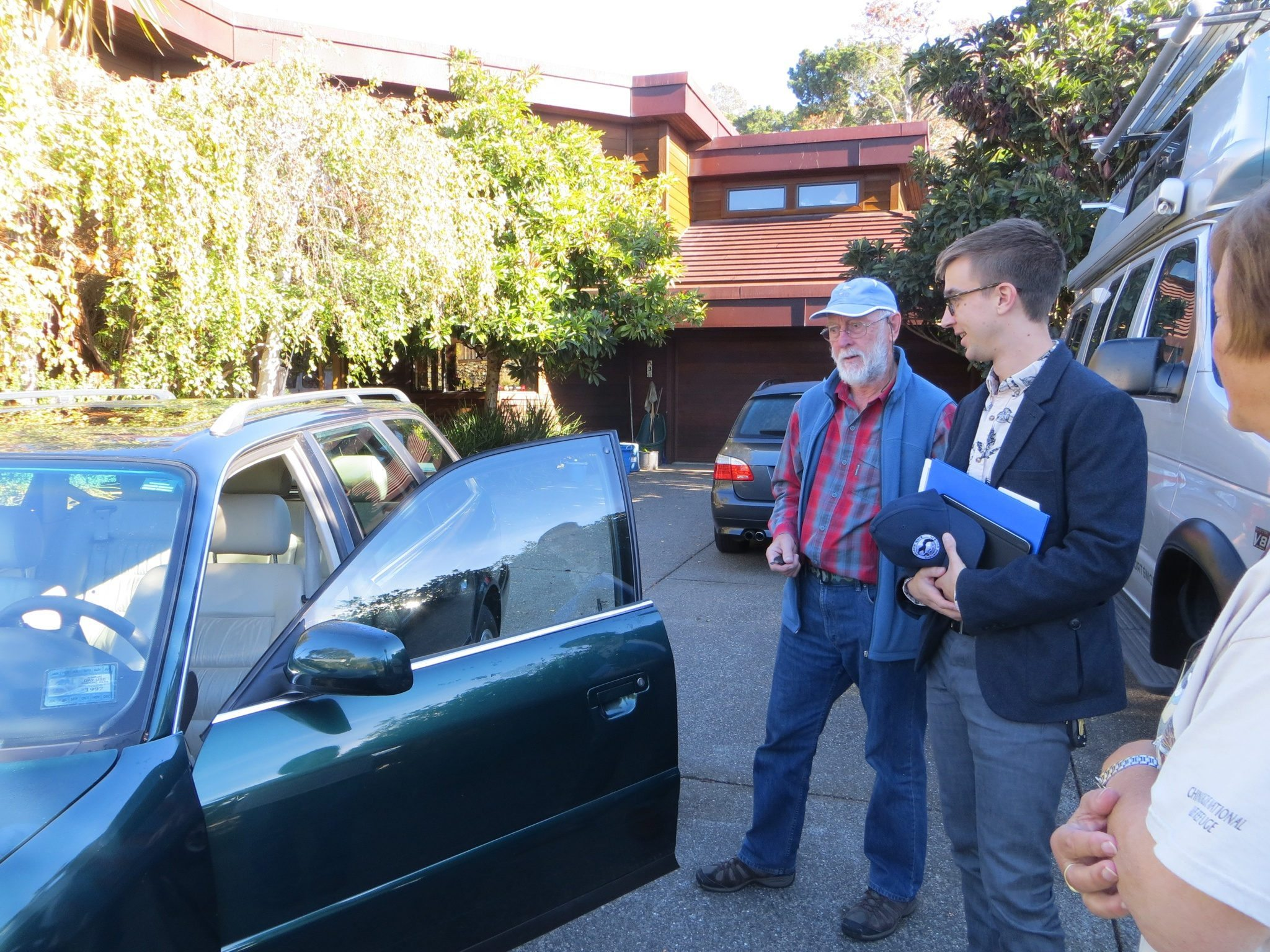 GGAS Office Manager Ben Sisson picks up the donated Audi from Bill and Helen Lindqvist / Photo by Ilana DeBare